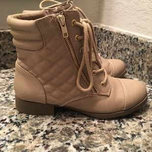 Comfy flat boots, perfect for winter!